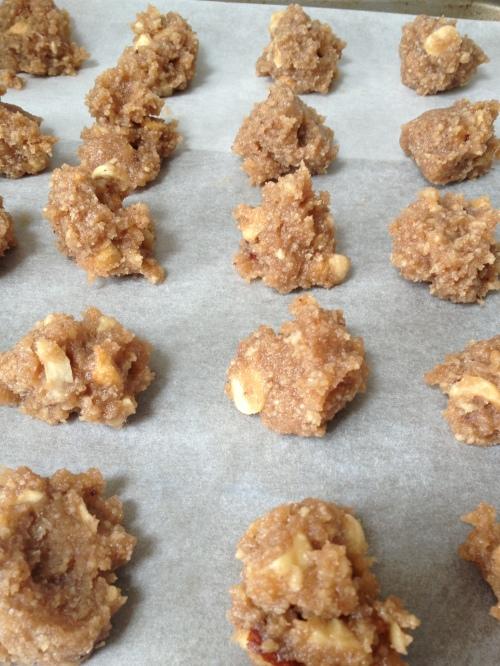 Brutti ma buoni biscuits read for the oven.